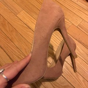 LIKE NEW BLUSH SUEDE PUMPS